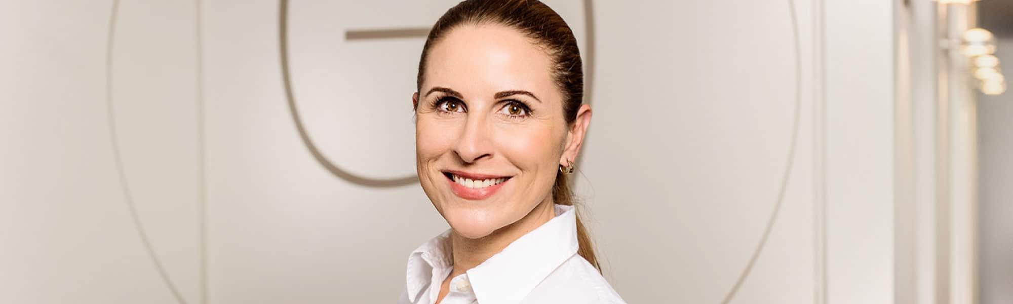 Headerbild von Dr. Nadine Ly, Zahnärztin im Dental Centrum Bethanien