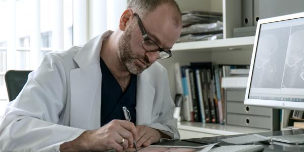 Mini-Implantate bei Dr. Dr. Groisman | groisman & laube