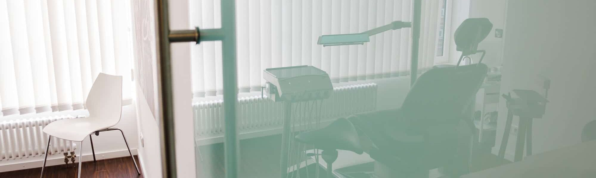 Behandlungsraum der Frankfurter Praxis   groisman & laube